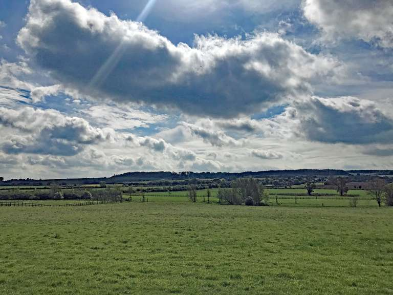 Across the fields from the bridleway to Ascott Under Wychwood, towards Chilson