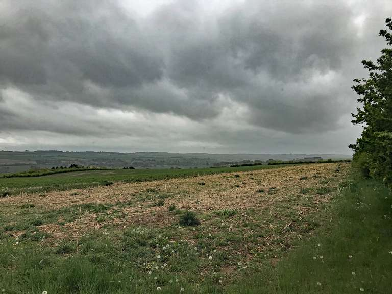 Oh no - here comes the rain. Looking over the Evenlode Valley